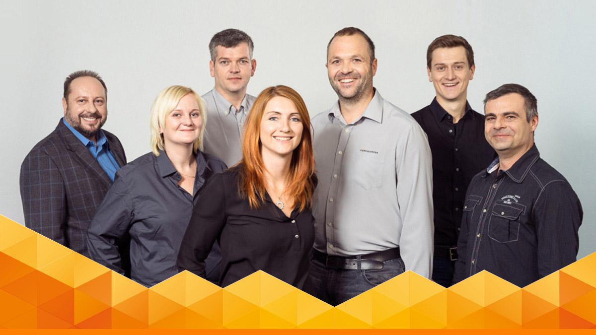 Familie und Team von Perndorfer Massivhaus