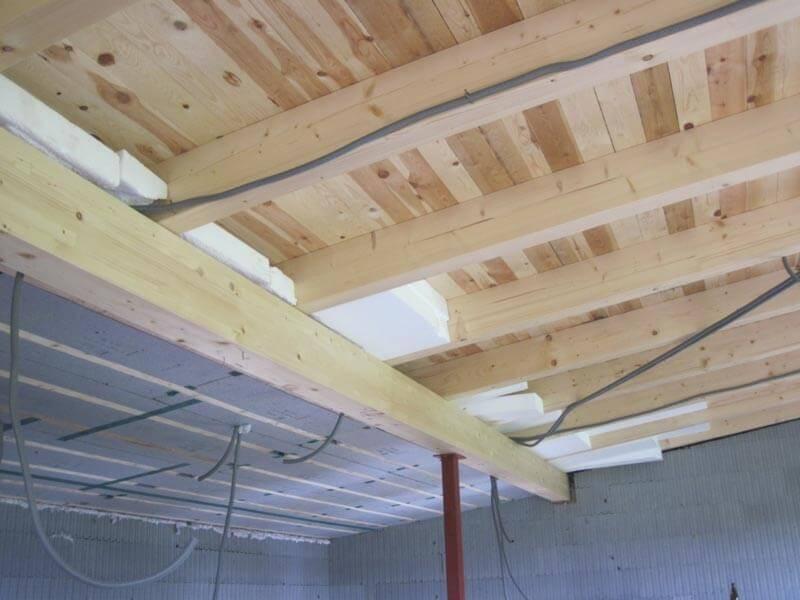 Dachdämmung eines Niedrigenergiehauses - mit innovativem 3D-Panel-Dämmsystem